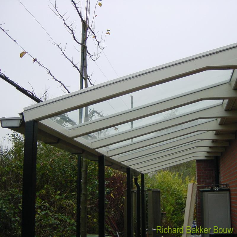 Glazen Aanbouw Keuken : Glazen overkapping op een hardhouten frame. Glasplaten uitgevoerd in